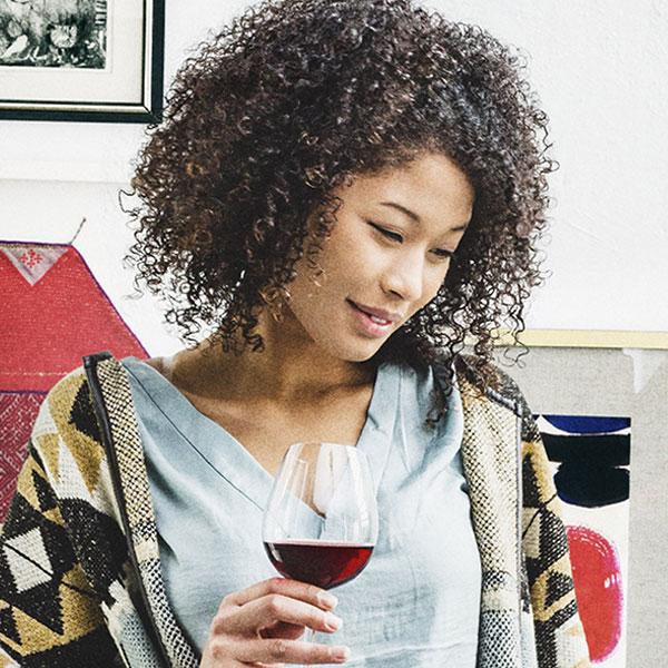 navarra, wine-lovers, ordenador, instagram, publicaciones, claim, estilo-propio, publicidad-exterior, street-marketing, copa-vino